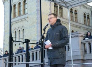 Erik Lahnstein i Norges Skogeierforbund holder appell.